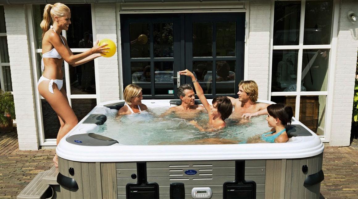 Семейный досуг в СПА-бассейне