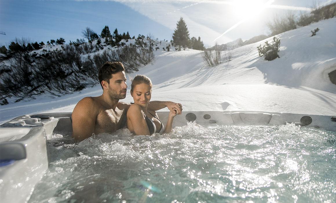 Венгерский СПА-бассейн Wellis зимой