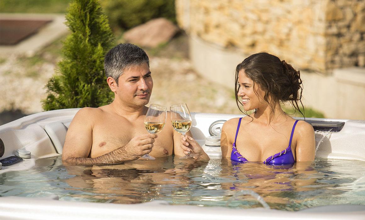 Отдых с шампанским в СПА-бассейне Wellis