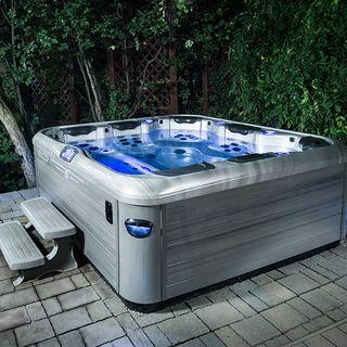 Как сделать участок вокруг СПА-бассейна уютным и стильным